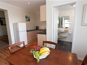 Bay 10 Accommodation - Townsville Tourism