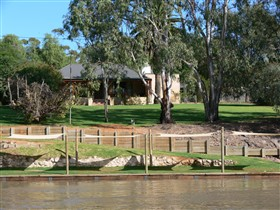 Roonka Riverfront Cottages - Townsville Tourism