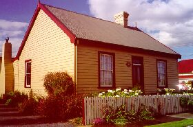 Devonport Historic Cottages - Townsville Tourism