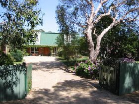 Pelican Bay Bed and Breakfast - Townsville Tourism