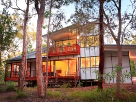 Beach Road Holiday Homes - Townsville Tourism