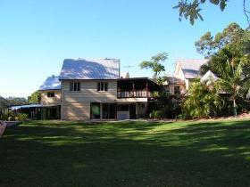 Glasshouse Mountains Ecolodge - Townsville Tourism