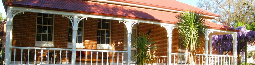 Araluen Old Courthouse Bed and Breakfast - Townsville Tourism