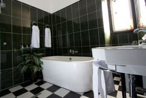 Amore Boutique Bed and Breakfast - Townsville Tourism