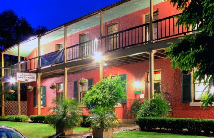 Anoushka's Boutique Bed and Breakfast - Townsville Tourism