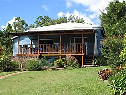 Blue House Family Accommodation - Townsville Tourism