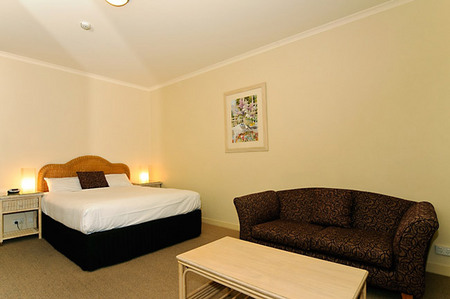 Quality Hotel Tiffins on the Park - Townsville Tourism