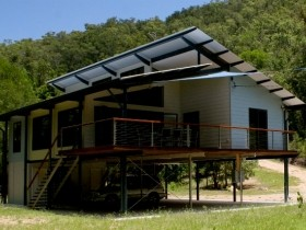 Creek Valley Rainforest Retreat - Townsville Tourism