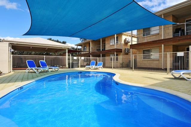 Lakeside Holiday Apartments - Townsville Tourism