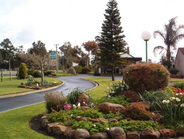 Mount Barker Valley Views Motel and Chalets - Townsville Tourism