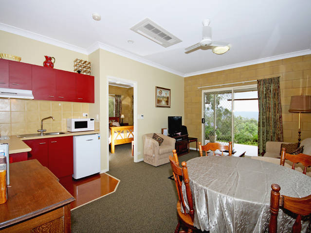 Wallaby Ridge Retreat - Townsville Tourism