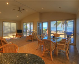 Rollingstone Beach Front Resort - Townsville Tourism