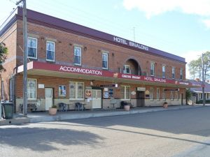 Binalong Hotel - Townsville Tourism