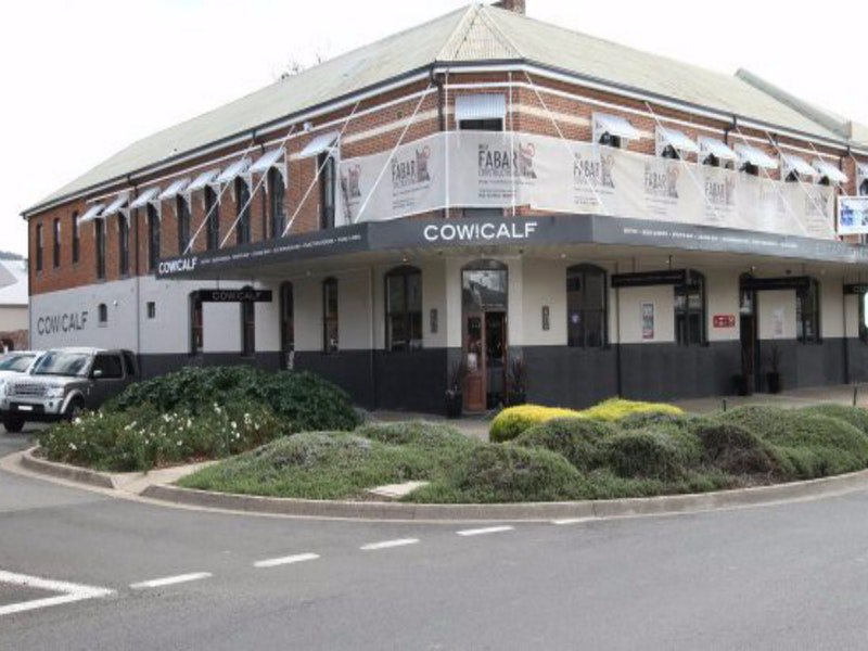 Cow and Calf Hotel - Townsville Tourism
