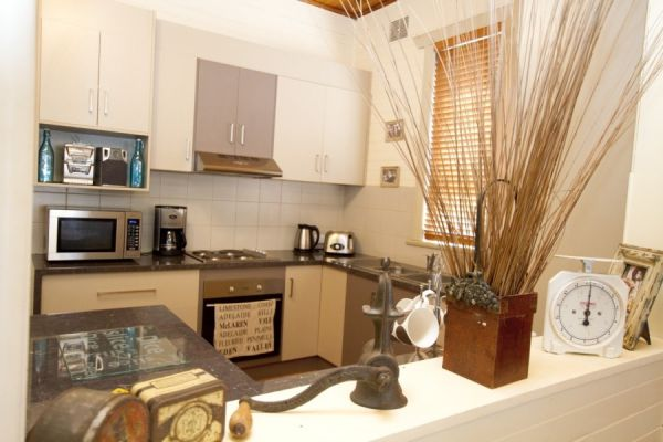 Anderl's Beach Cottage - Townsville Tourism