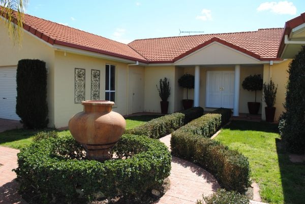 Casa Pizzini Bed and Breakfast - Townsville Tourism