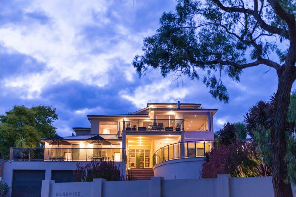 Eugenie's Luxury Accommodation - Townsville Tourism