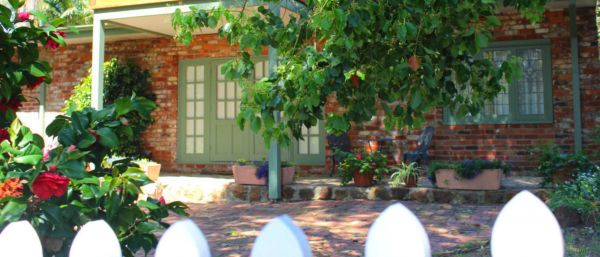 Kalamunda Carriages and Three Gums Cottage - Townsville Tourism