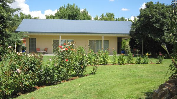 Cottonwoods Accommodation - Townsville Tourism
