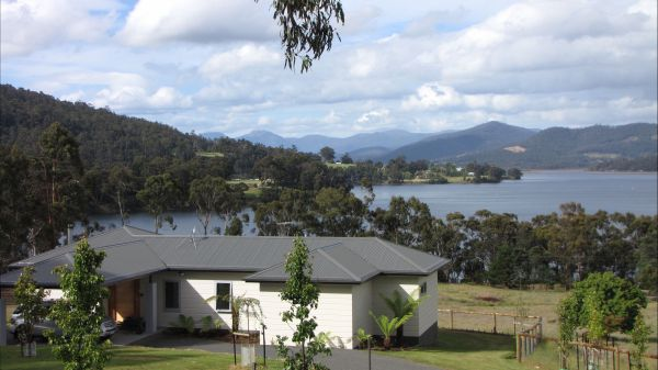 Huon River Cottage