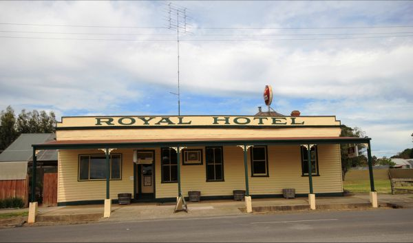 Royal Hotel Snake Valley