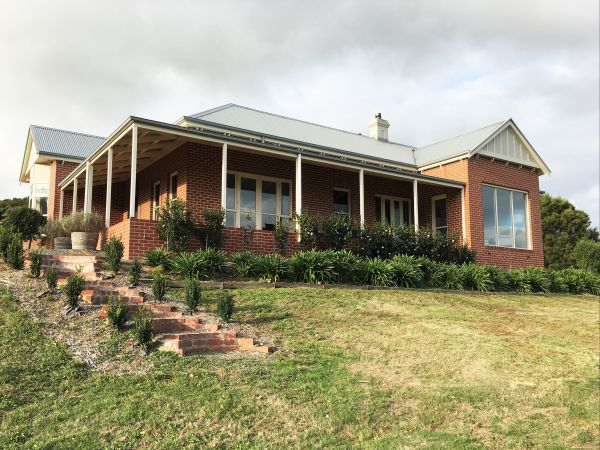 Shearer's Hill - Luxury Farm Stay - Townsville Tourism