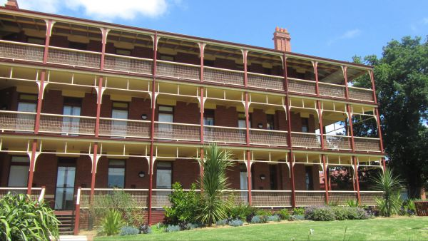 Yarra House - Townsville Tourism