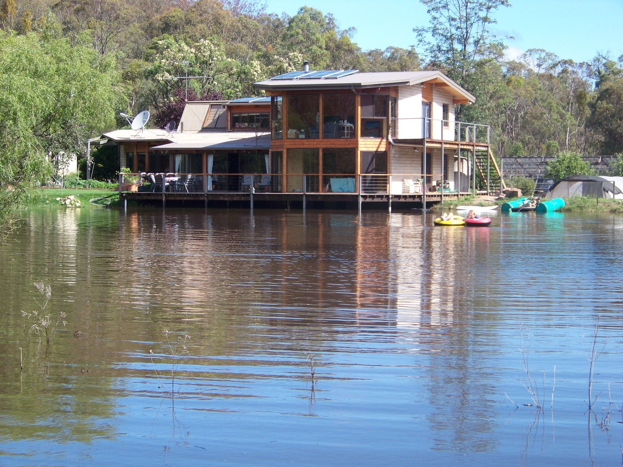 Lakeside Lodge - Townsville Tourism