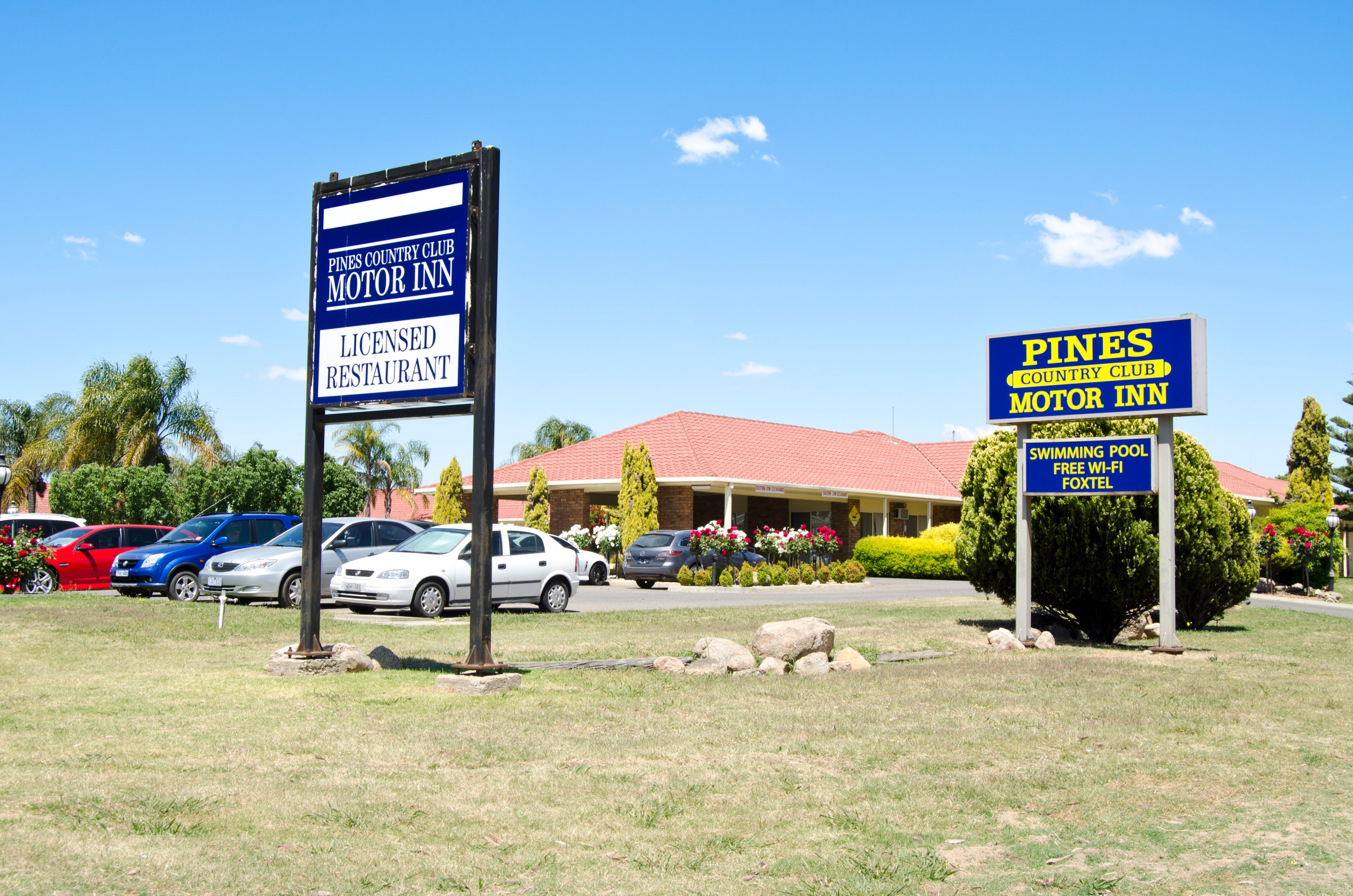 Pines Country Club Motor Inn - Townsville Tourism
