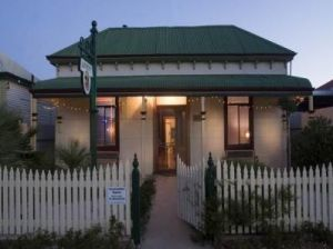 Emaroo Cottages - Townsville Tourism