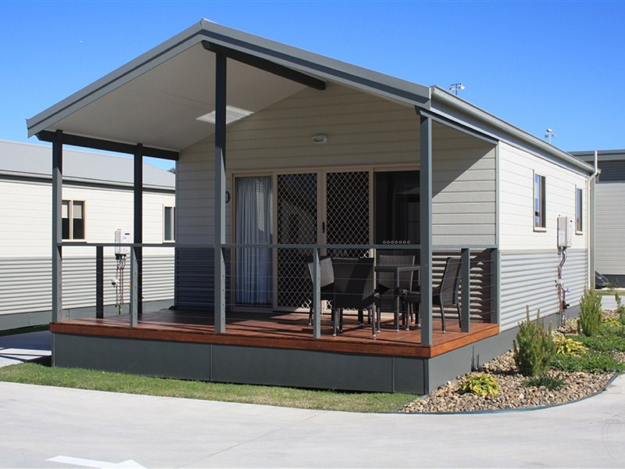 Bowlo Holiday Cabins - Townsville Tourism