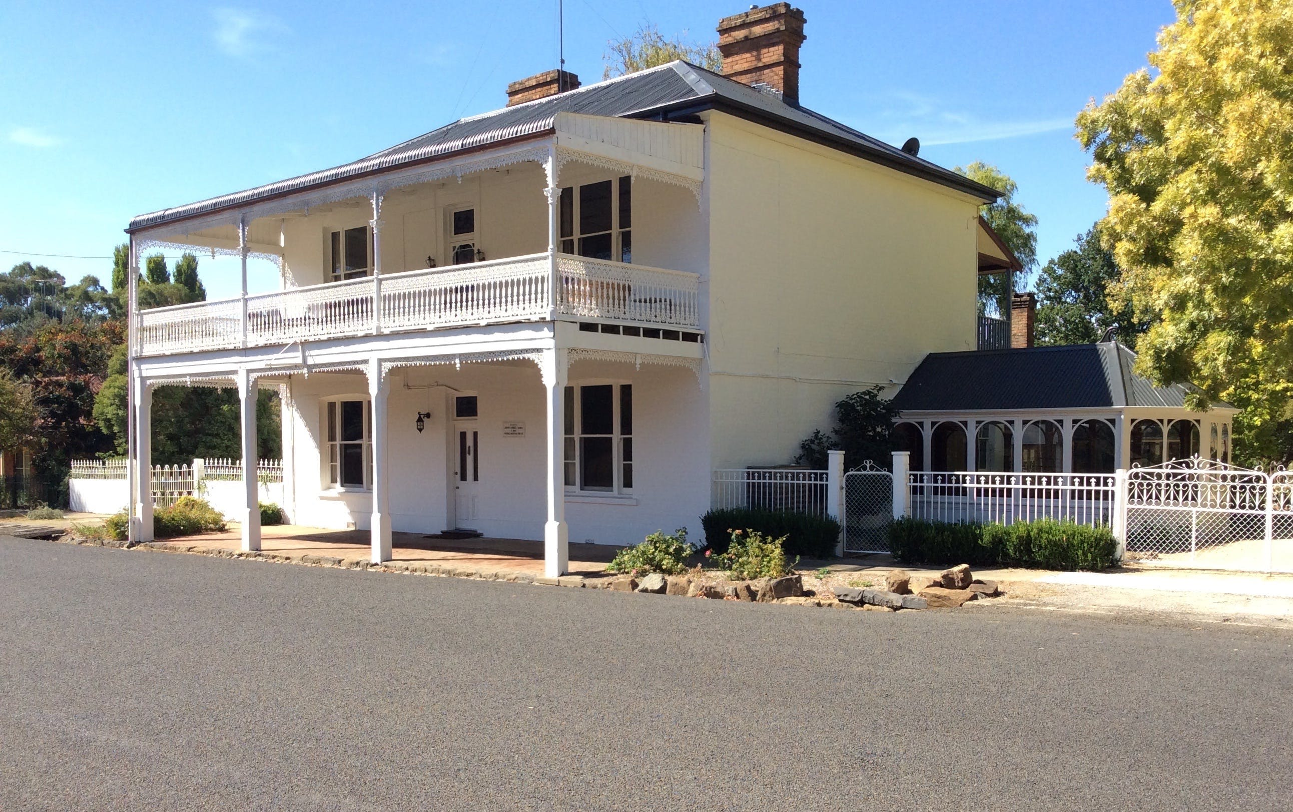 The White House Carcoar - Townsville Tourism