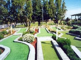West Beach Mini Golf - Townsville Tourism