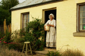 Grannie Rhodes' Cottage - Turn The Key Of Time - Townsville Tourism