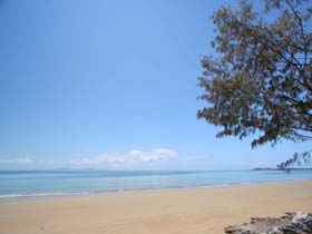 Blacks Beach - Townsville Tourism