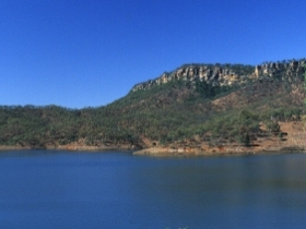 Lake Cania - Townsville Tourism