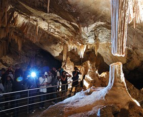 Jenolan Caves - Townsville Tourism