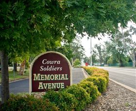 Memorial Avenue in Cowra - Townsville Tourism