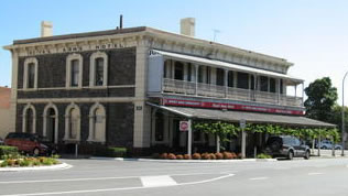 Royal Arms Hotel - Townsville Tourism