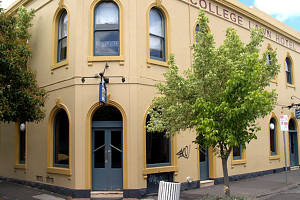 The College Lawn Hotel - Townsville Tourism