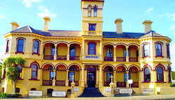The Queenscliff Historic Royal Hotel - Townsville Tourism
