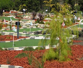 18 Hole Mini Golf - Club Husky - Townsville Tourism