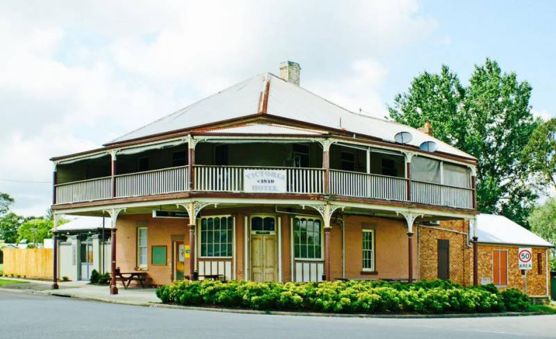 The Victoria Hotel Hinton - Townsville Tourism