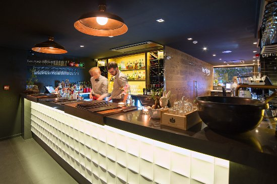 The Oakroom Kitchen and Bar - Townsville Tourism