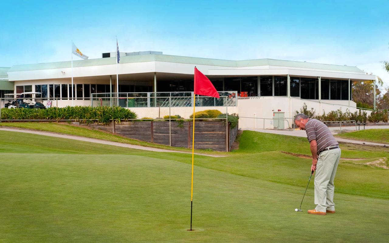 cluBarham Golf Resort - Townsville Tourism