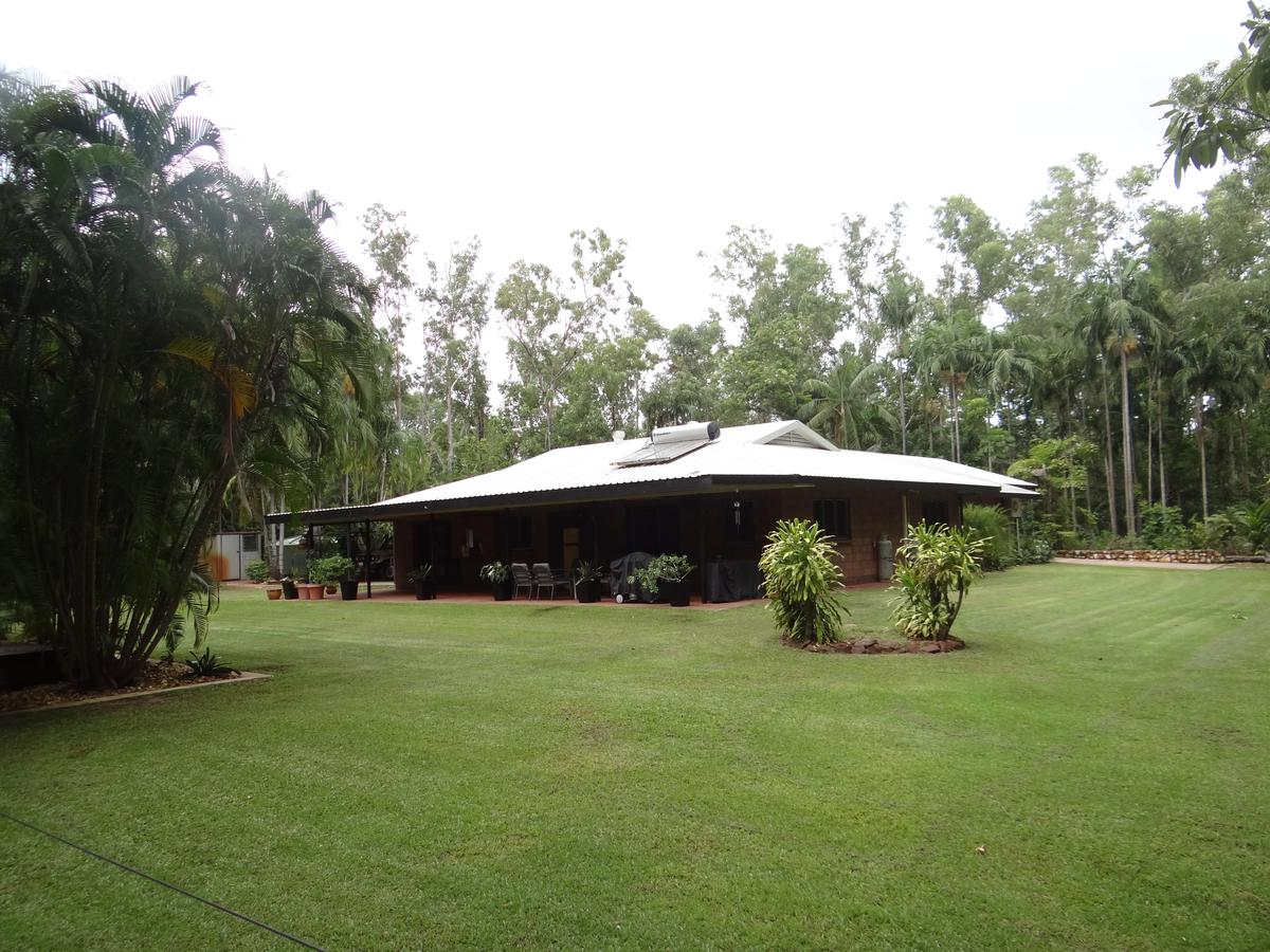 DARWIN'S SHADY ACRES RETREAT - Townsville Tourism