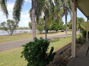 Lakeside Lodge Motel - Townsville Tourism