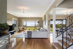 LUXURY WATERFRONT FAMILY HOME-TASMANIA I-L'Abode - Townsville Tourism