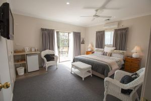 Batemans Bay Manor - Bed and Breakfast - Townsville Tourism
