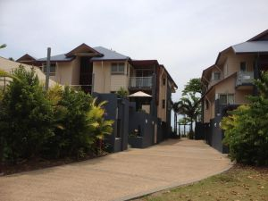 Beach House Apartment 1 - Townsville Tourism